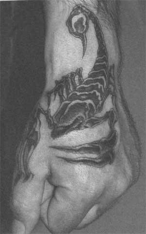 фото тату скорпион на руке